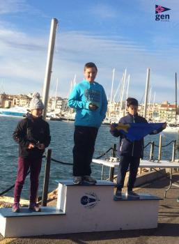En Pol Font guanya a la seva primera regata del G2 – Optimist a Cambrils