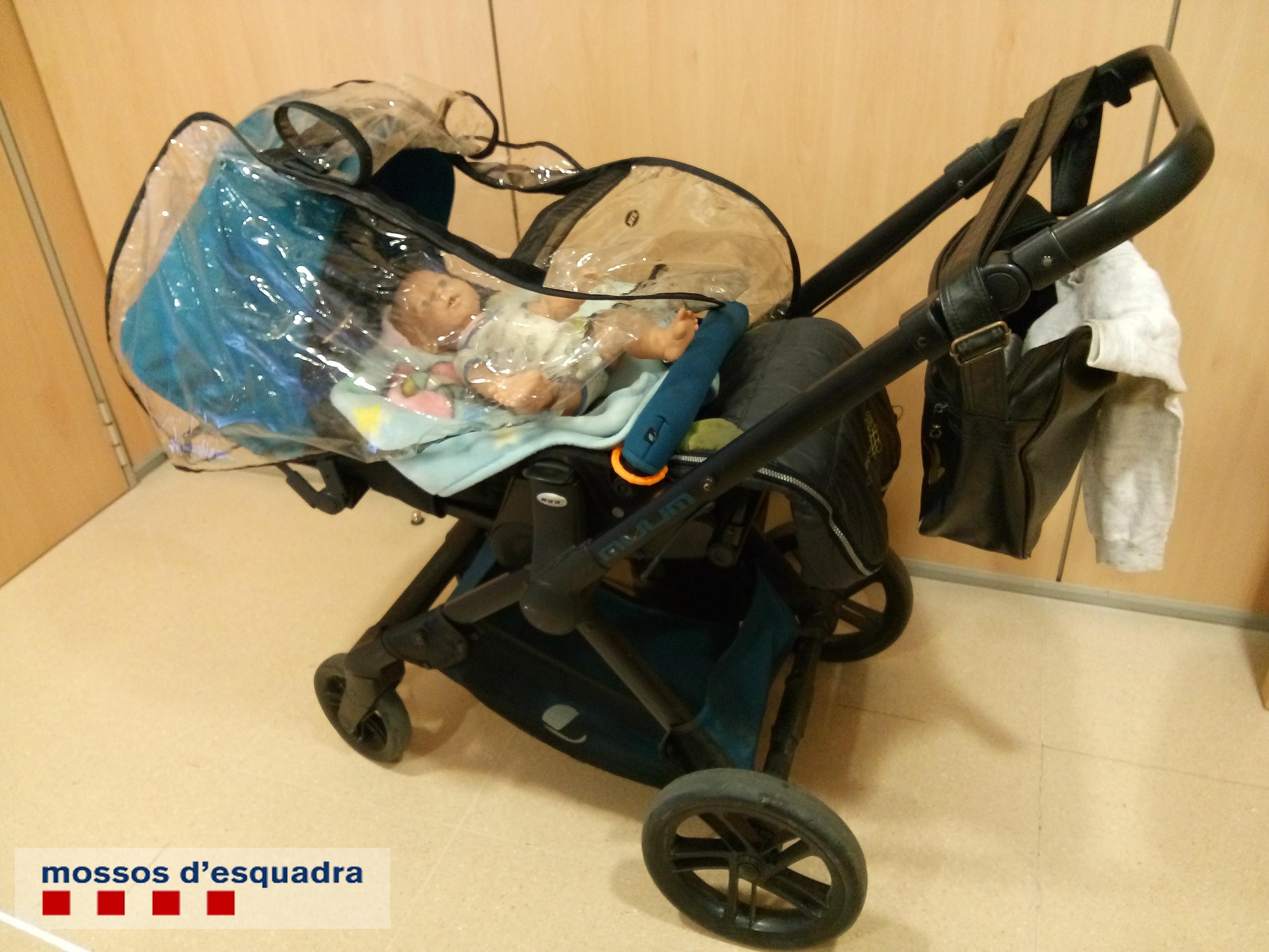 Detinguda una dona que intentava endur-se mòbils d'alta gamma amagats en un cotxet de nadó d'una botiga de Gavà