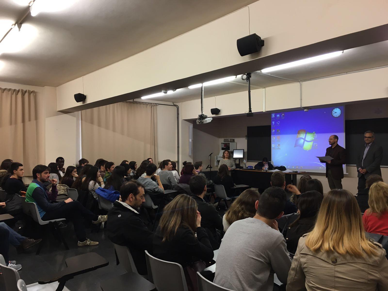 Alumnes de Batxibac de Roses participen en una jornada de literatura en veu alta