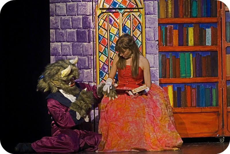 """La companyia Veus-Veus porta diumenge al Teatre de Roses el musical infantil """"La Bella i la Bèstia"""""""