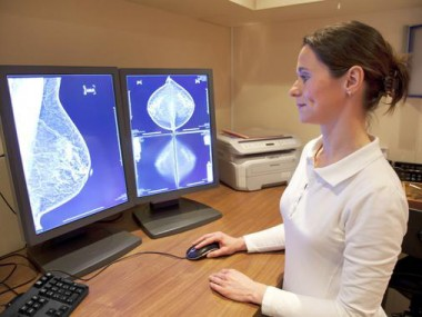 Les dones amb càncer de mama que utilitzen suplements dietètics i teràpies alternatives són menys propenses a iniciar tractaments de quimioteràpia. / Fotolia