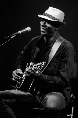 Keb Mo, Joan Pau Cumellas & Valentí Moya i The Gourmets Vocal Quartet, al XXIIè Blues de Roses