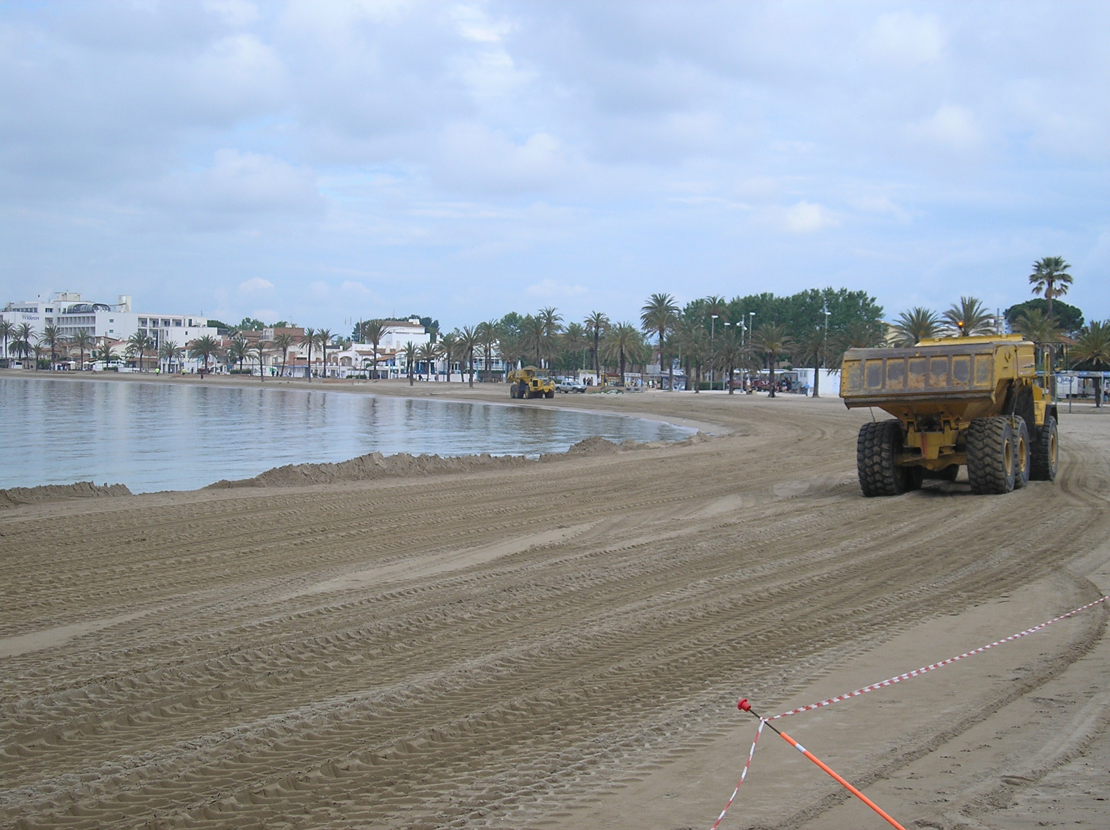 Les platges de La Punta i Nova de Roses es recuperen per a la propera temporada de bany