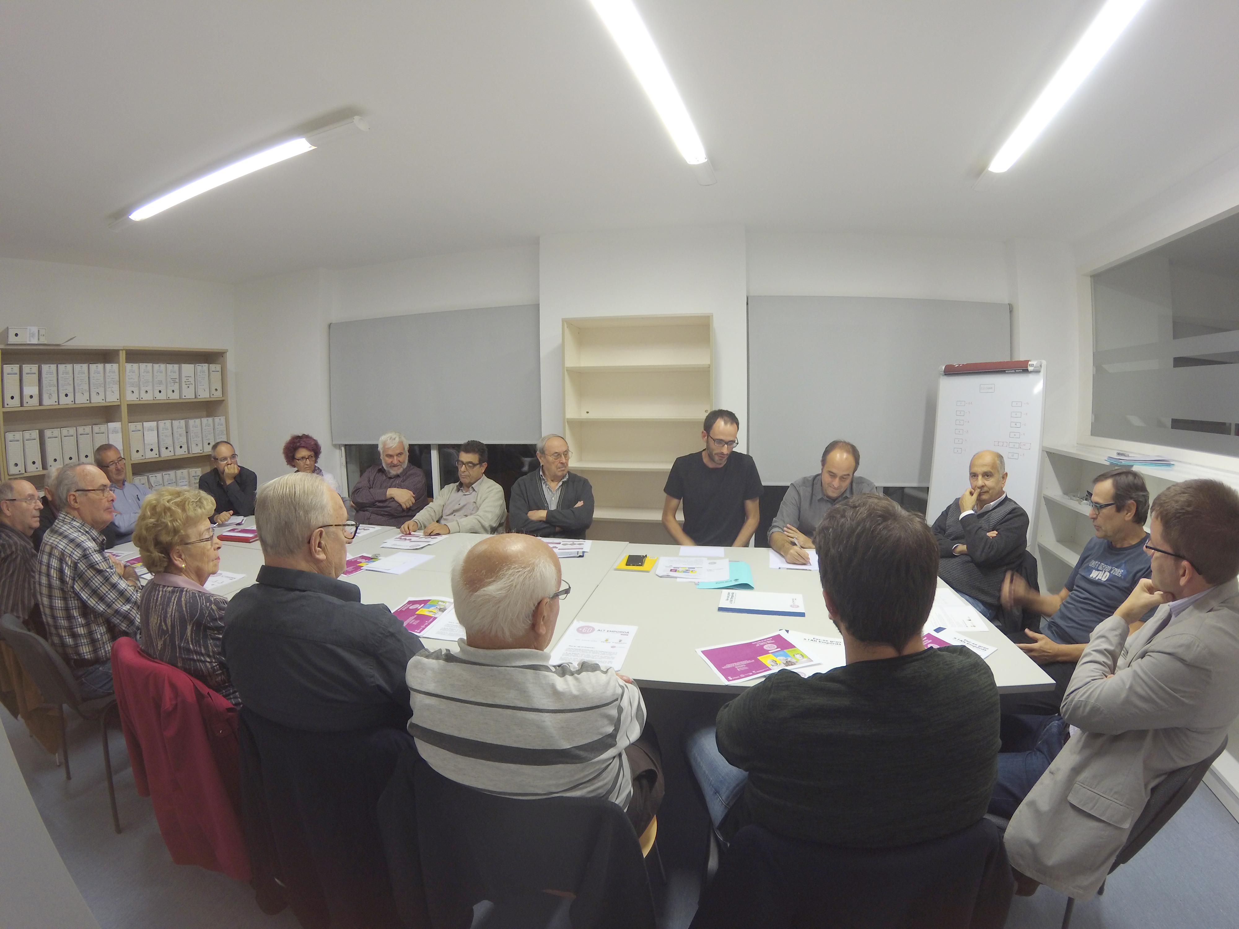 """Els tallers de cinema i fotografia i el pla """"+60 Alt Empordà"""" centren la reunió del Consell Sectorial de la Gent Gran de Roses"""