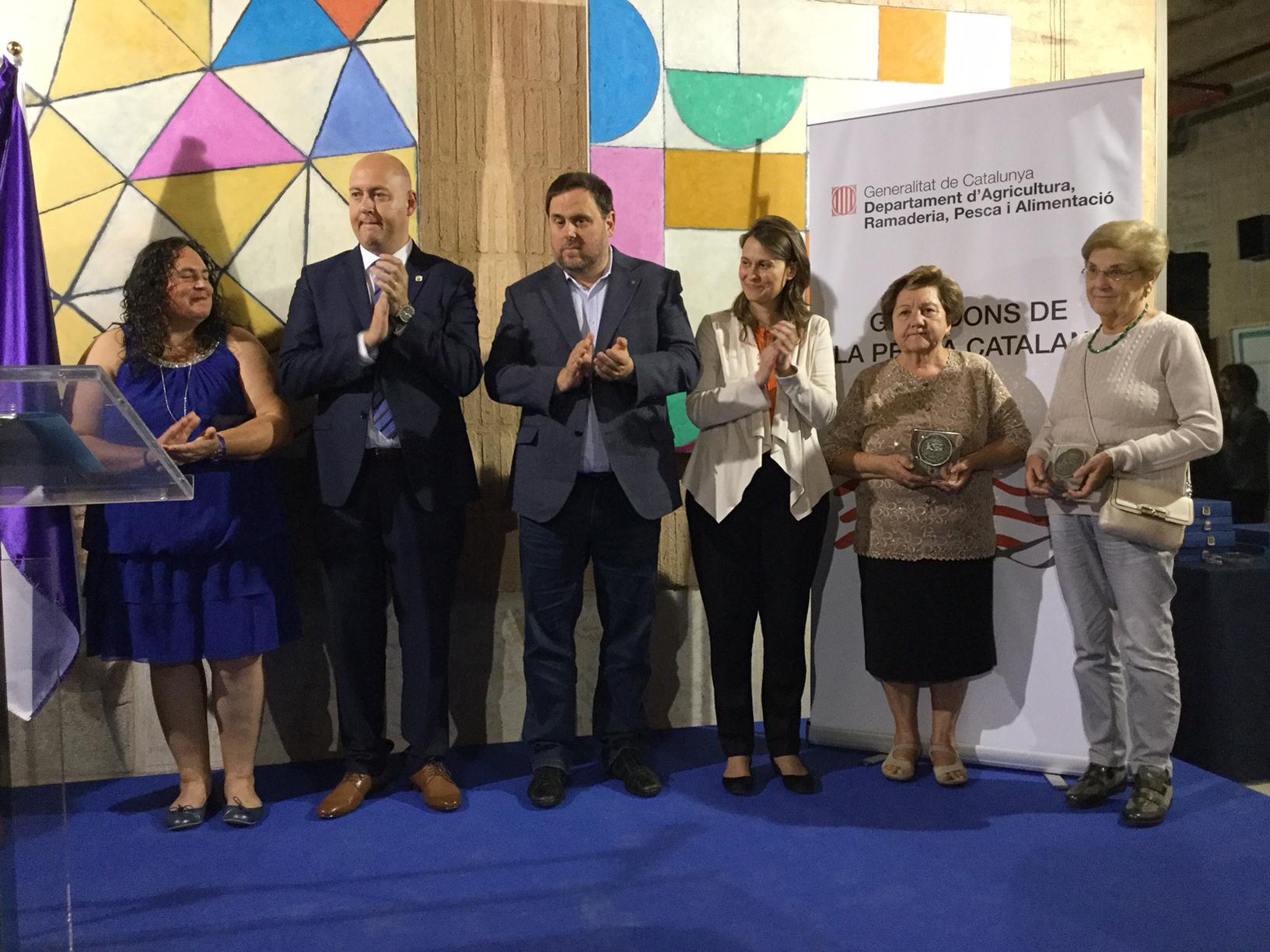 Carmeta Barberà rep la Medalla de la Pesca Catalana 2016 com a reconeixement a la seva feina en el sector pesquer