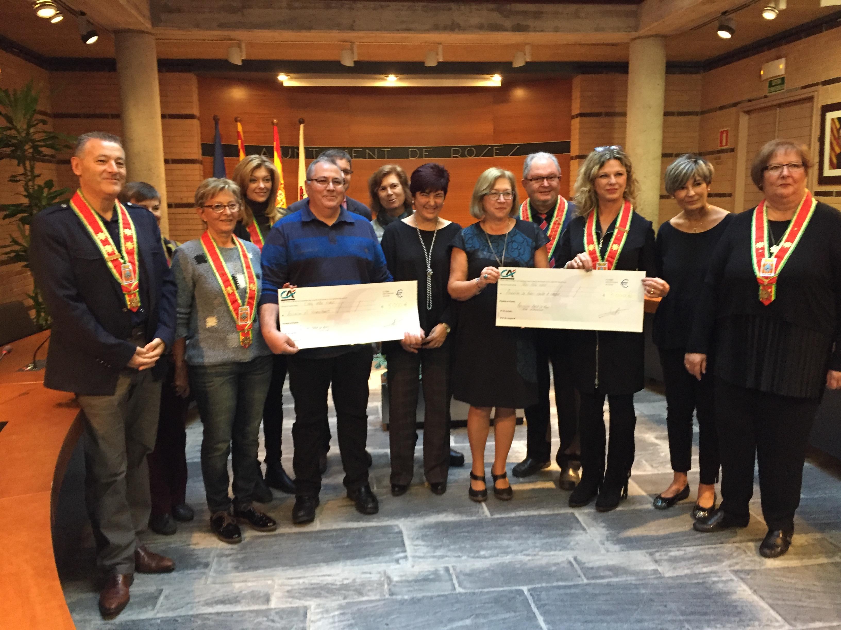 Tramuntanets i Fundació Roses contra el Càncer reben els xecs amb les donacions dels Anysetiers