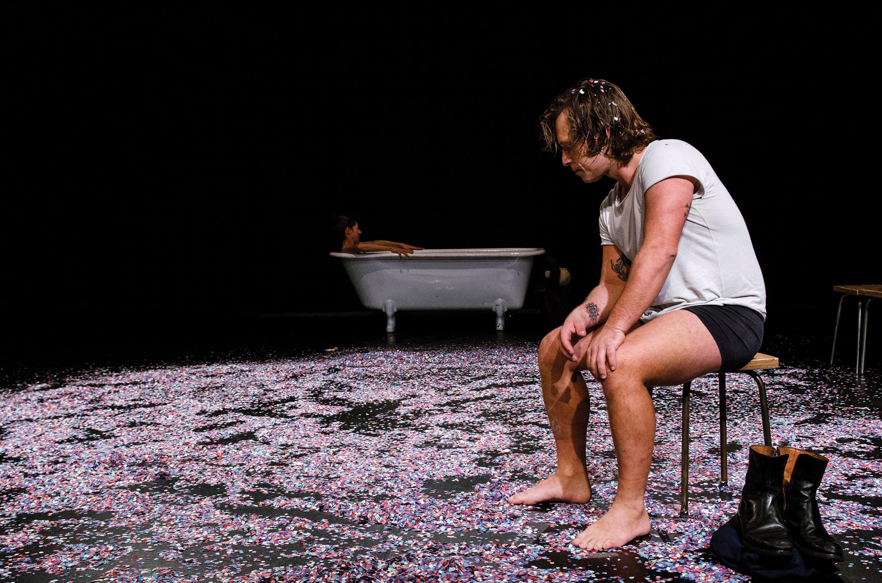 """Les Antonietes Teatre porta """"Un tramvia anomenat desig"""" al Teatre de Roses"""