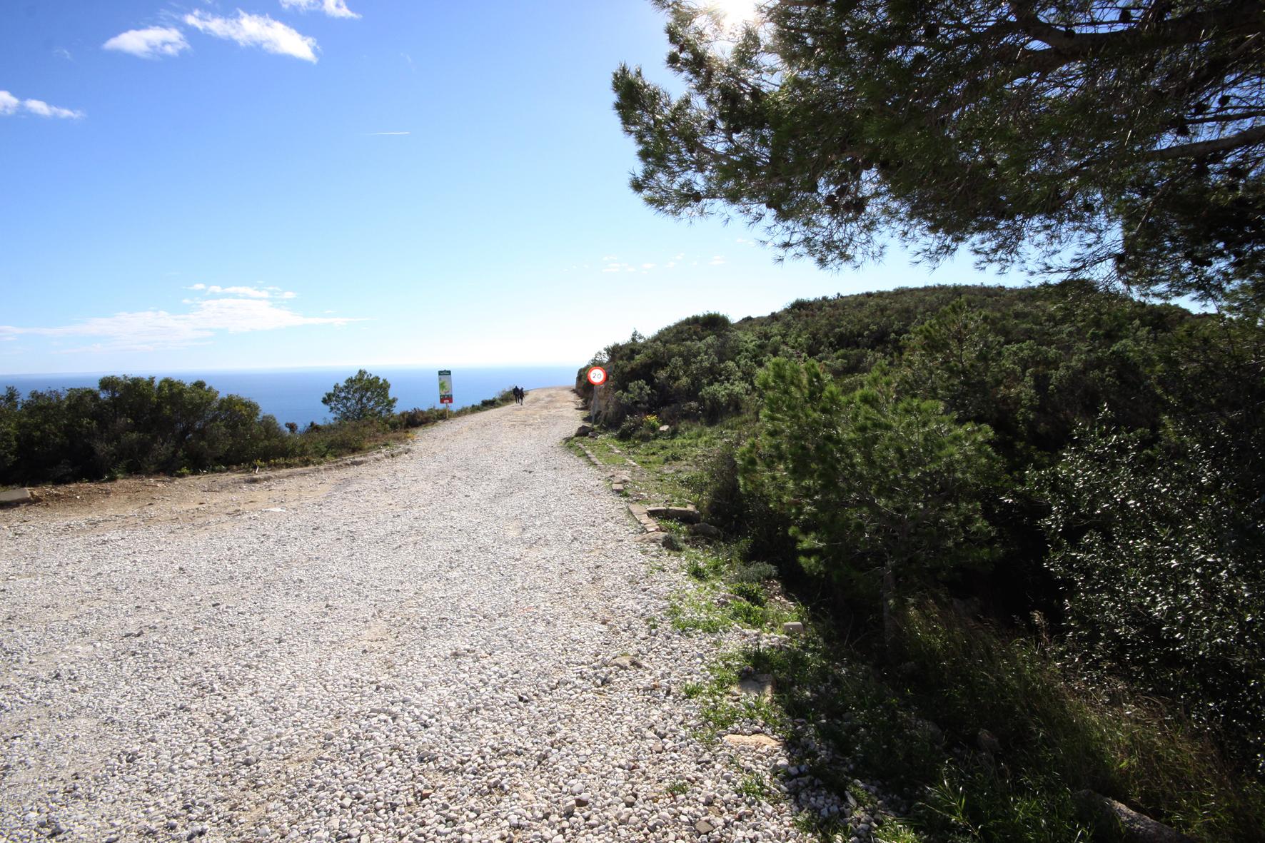 Roses millora el seu entorn paisatgístic amb un mirador a la carretera de Montjoi i més seguretat als accessos