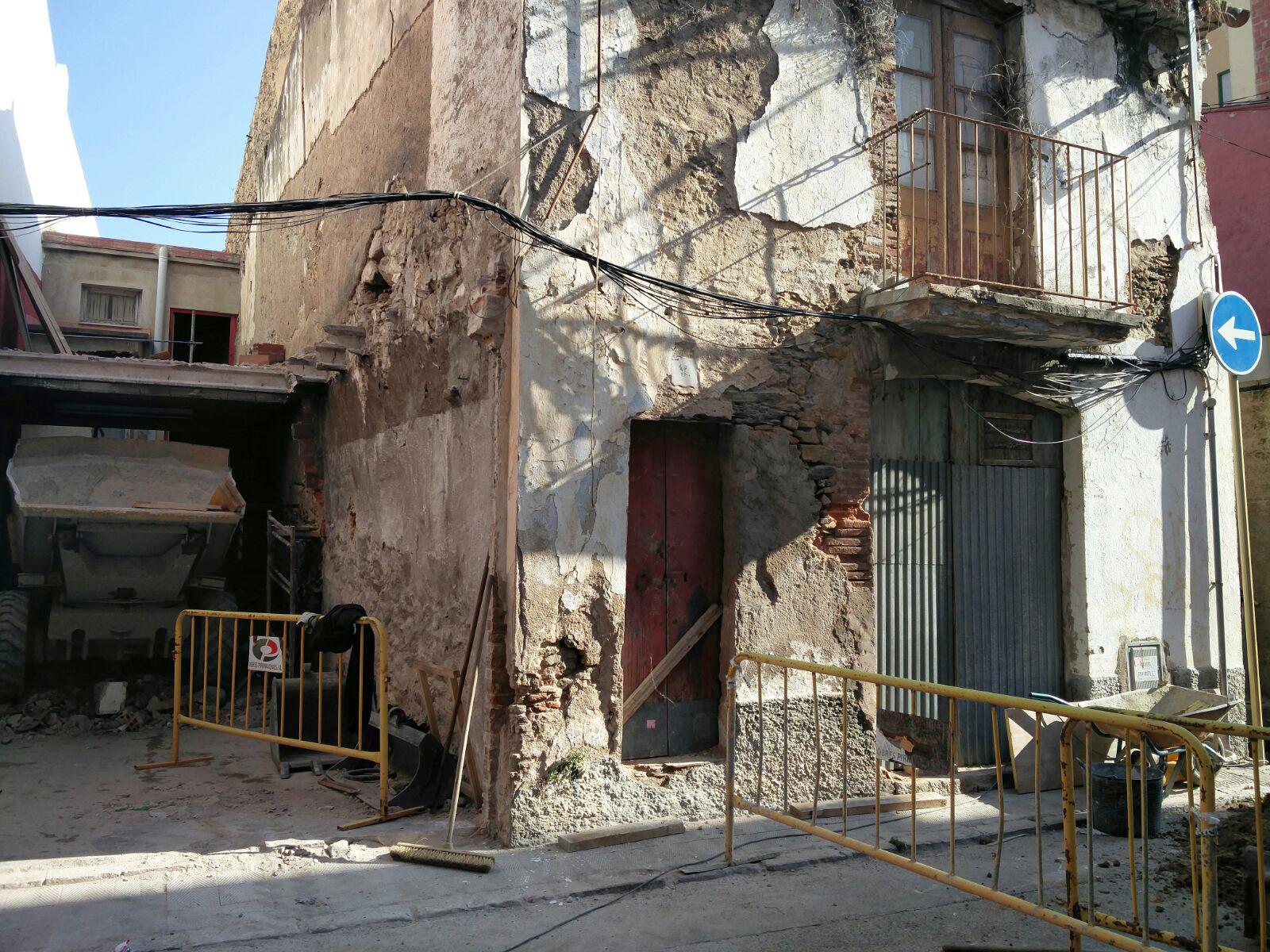 Enderroc de dues cases per millorar la connectivitat entre els carrers Trinitat i Tarragona de Roses
