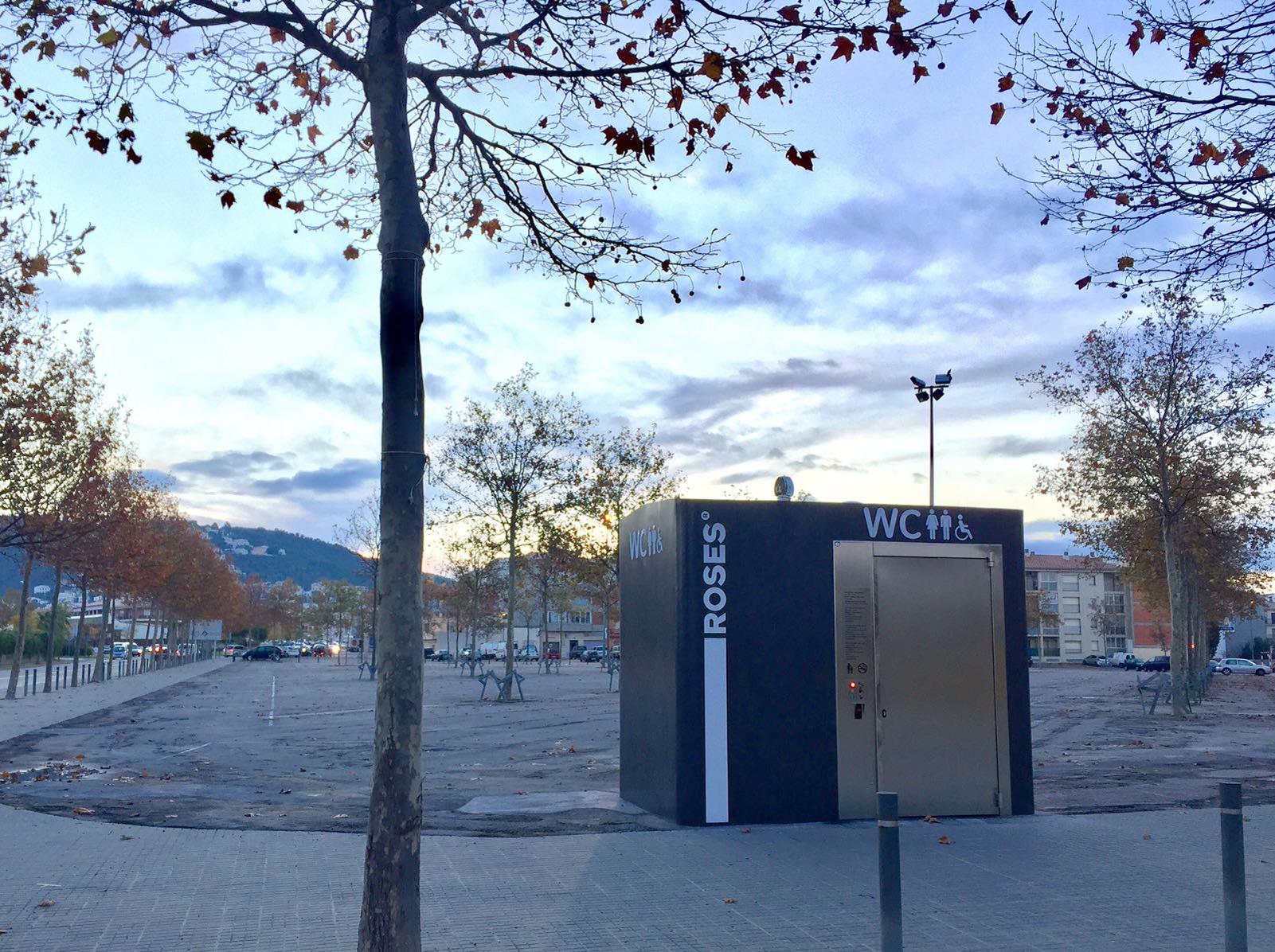 Roses instal·la 3 nous mòduls de wc a la Riera Ginjolers, Port Esportiu i àrea del mercat setmanal