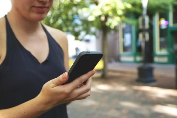 Els adolescents amb baixa autoestima són més addictes al mòbil