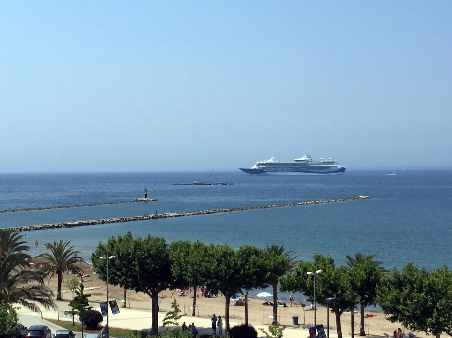 El port de Roses rep per primer cop 1.800 passatgers amb el creuer Tui Discovery