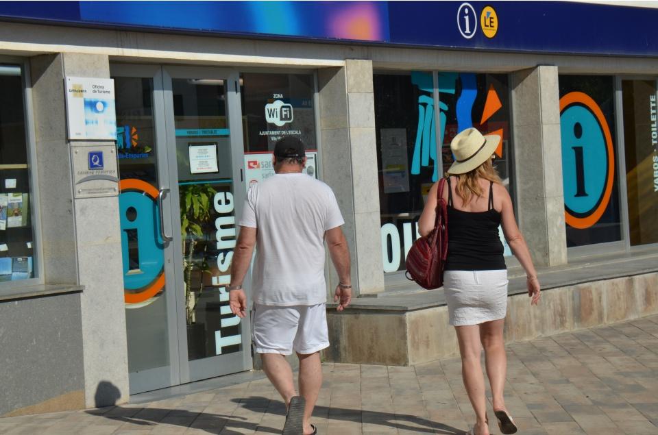 L'oficina de Turisme de l'Escala, la primera de l'Empordà certificada amb la normativa internacional de qualitat UNE-ISO 14785