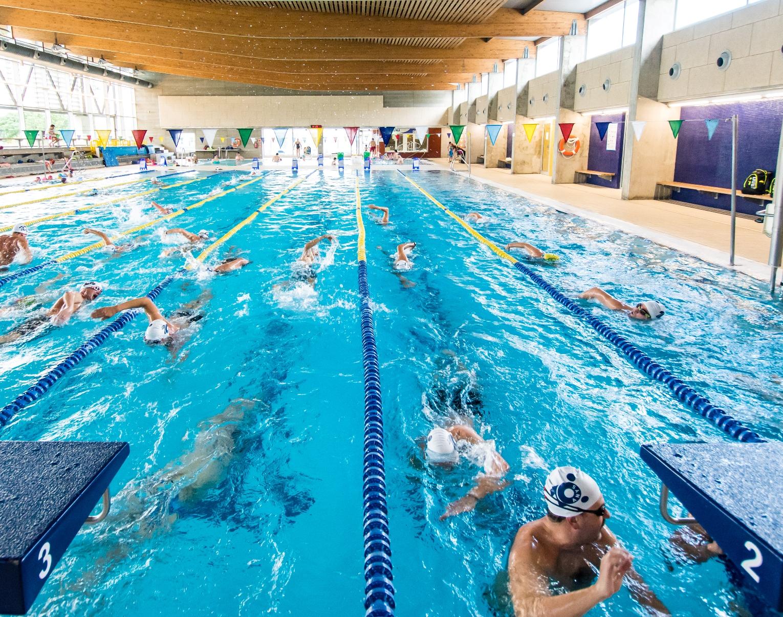 Darreres places disponibles en els cursos de natació de la Piscina de Roses