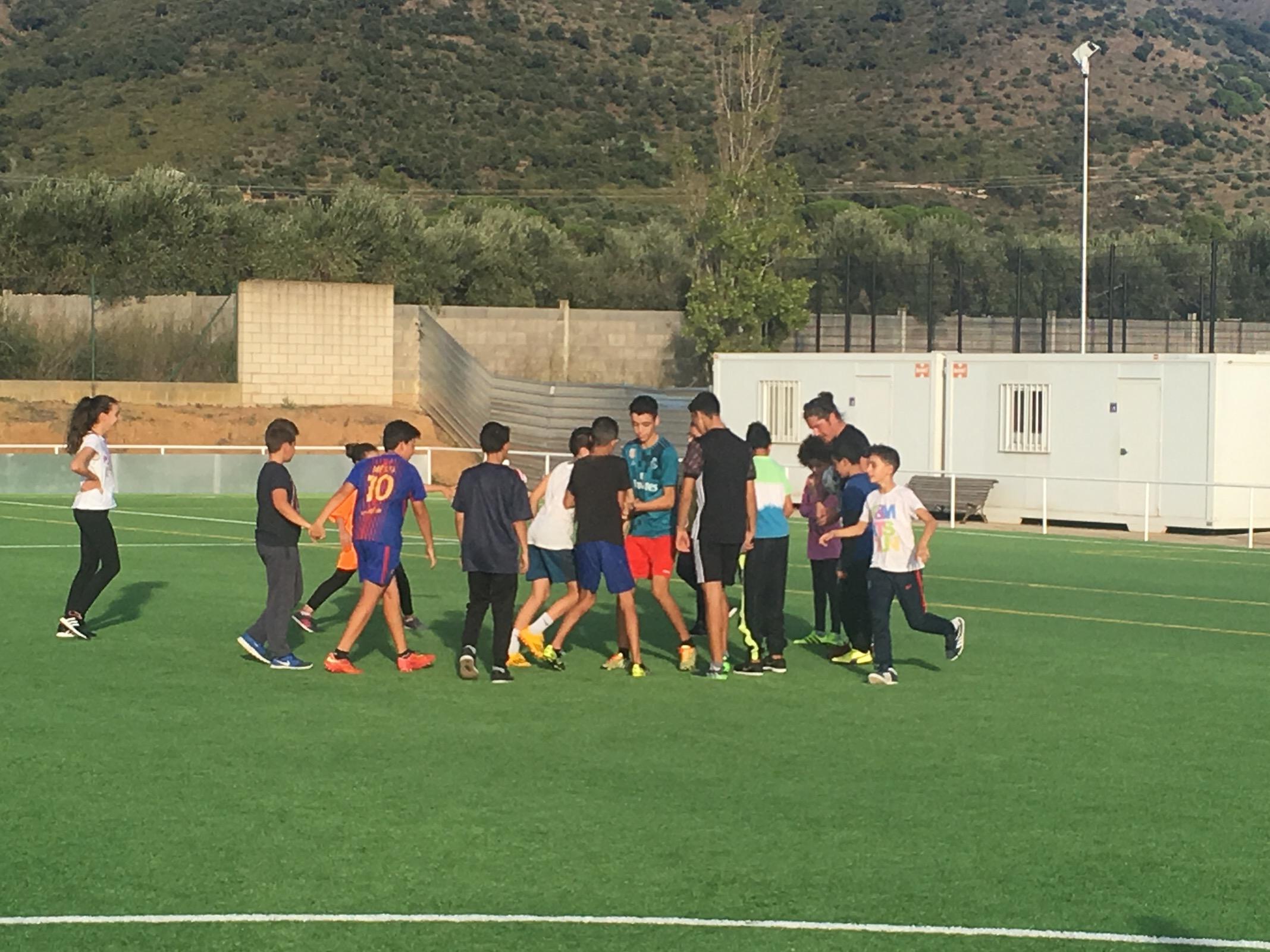 Roses educa en els valors de l'esport amb el projecte FutbolNet de la Fundació FC Barcelona