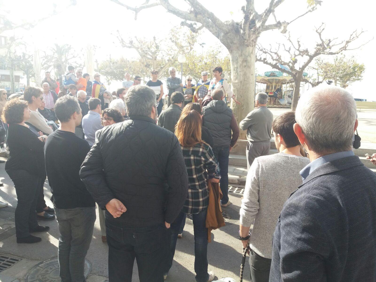 Roses es concentra en protesta de la imputació dels membres del govern