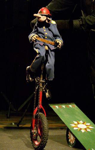 Optimist porta el circ cabaret d'Armando Rissotto al TMR, aquest diumenge