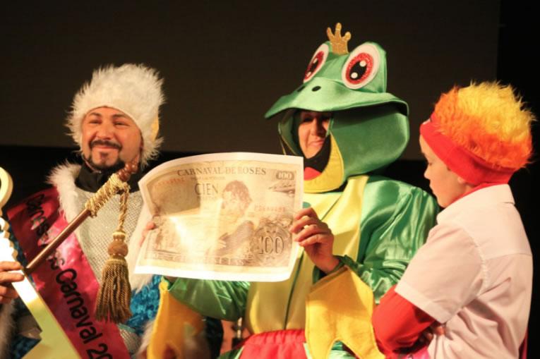 El grup La Loca Histèria i l'arribada de Ses Majestat el Rei Carnestoltes donen el tret de sortida al Carnaval de Roses 2018