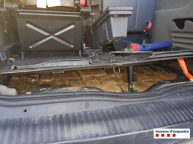 Ingressa a presó després de ser detingut transportant 90 Kg d'haixix amagats en un cotxe a la Jonquera