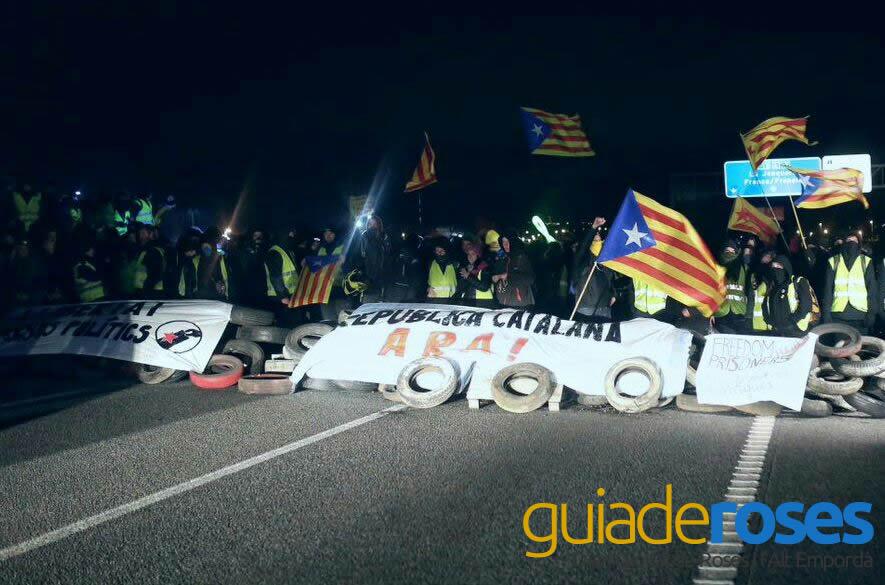 Tallada l'AP-7 en defensa dels presos polítics