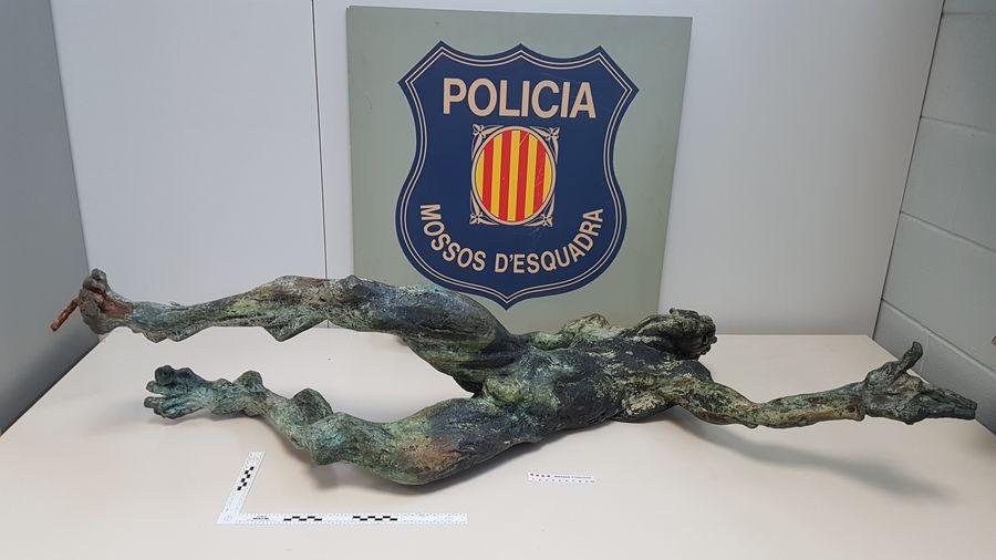Els Mossos d'Esquadra recuperen una escultura de bronze sostreta a Llampaies (Alt Empordà)