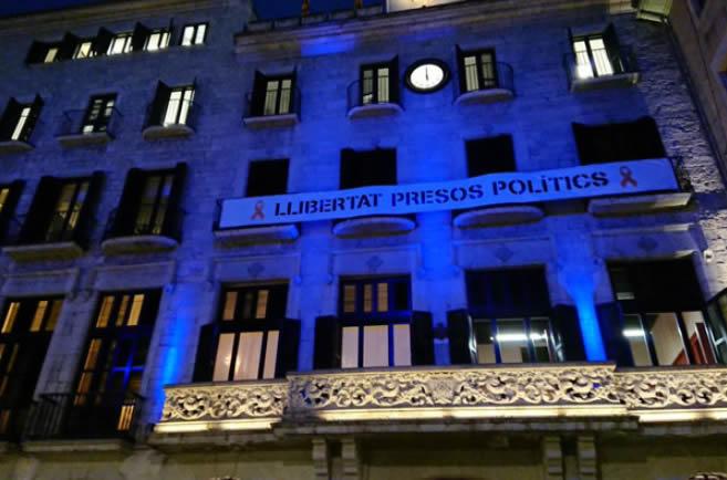 La façana de l'Ajuntament de Girona s'il·luminarà de color blau dilluns vinent amb motiu del Dia Mundial de l'Autisme