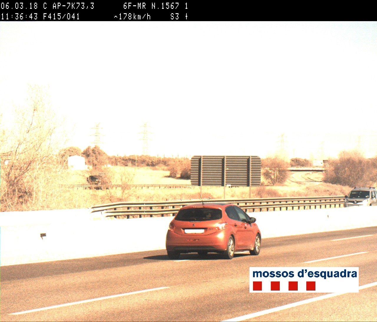 Detingut un conductor al Gironès que circulava temeràriament per l'AP-7 a 178 km/h i sense permís de conduir