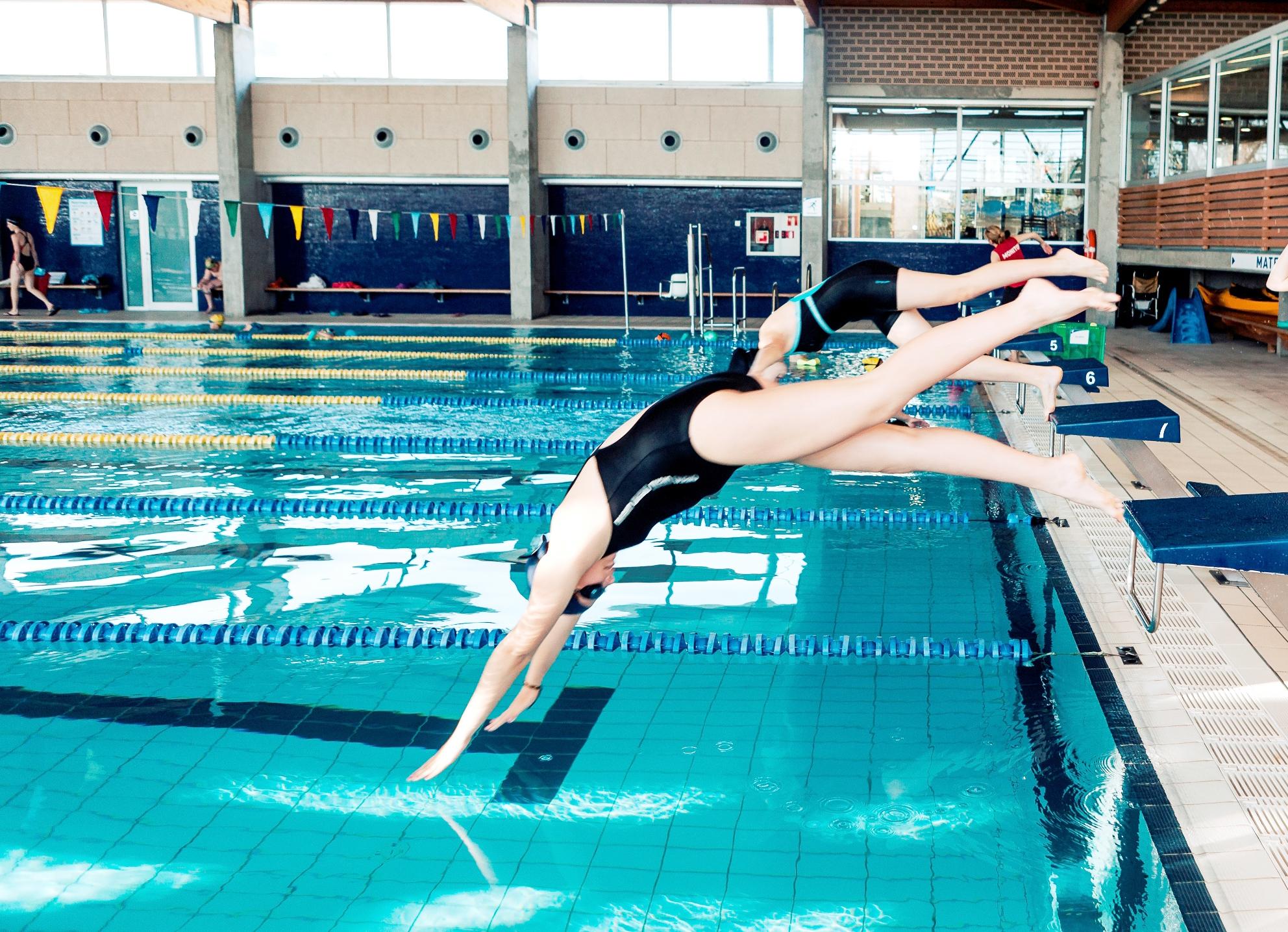 Període d'inscripcions per a les places disponibles de 3r trimestre dels cursos de natació de la Piscina de Roses