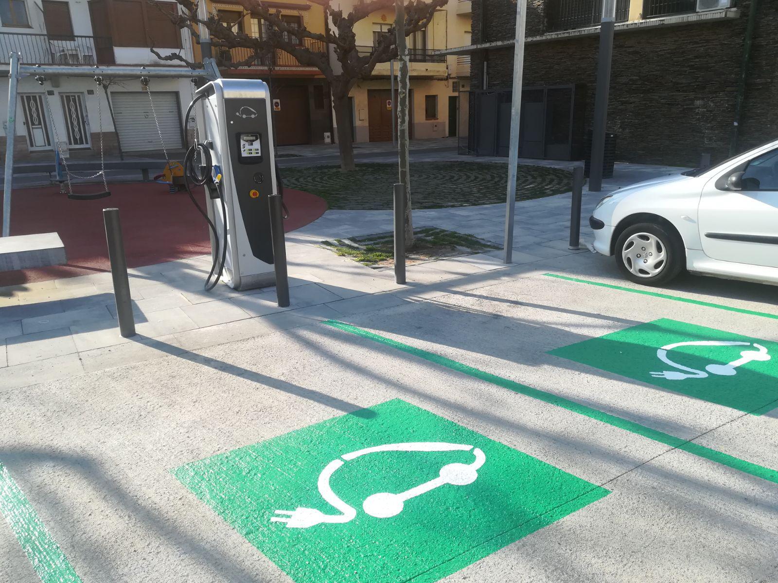 Roses instal·la 2 punts de recàrrega de vehicles elèctrics