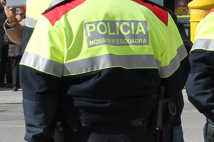 Els Mossos d'Esquadra i Policia Local de Cadaqués eviten que un home es tregui la vida