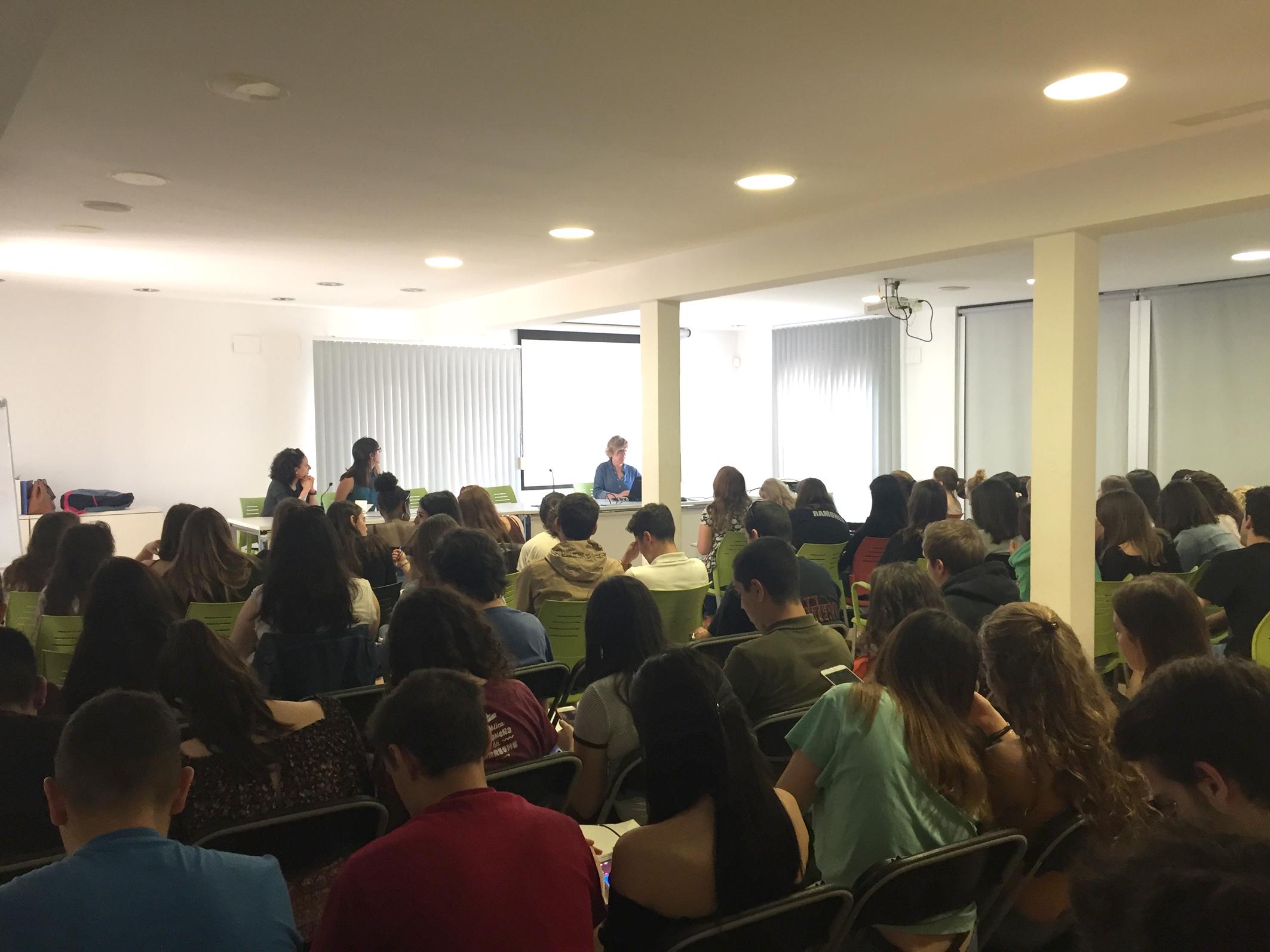 Estudiants de Turisme de la UdG participen en una jornada a Roses