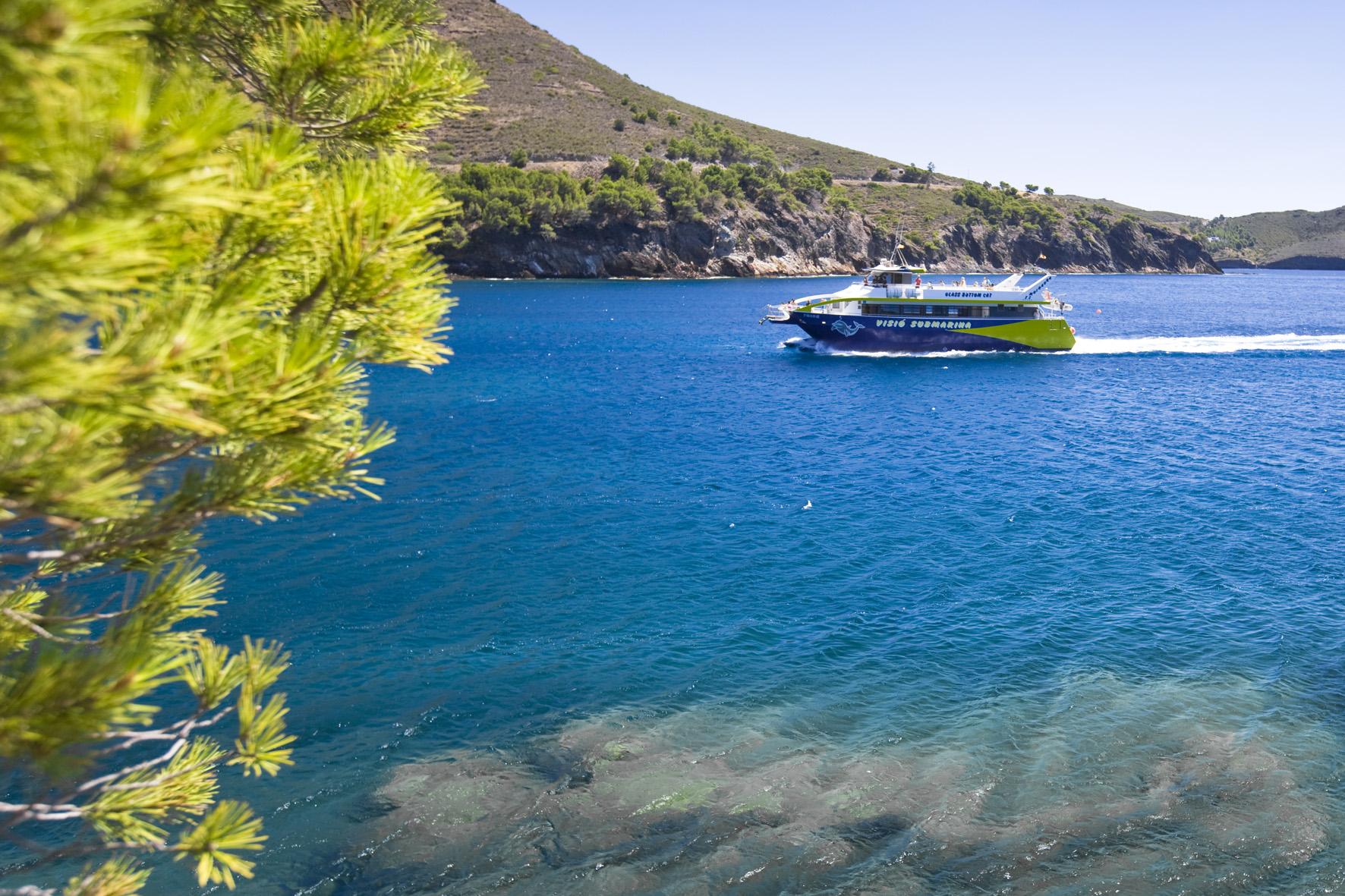 L'Ajuntament adjudica els serveis de transport marítim de viatgers i lloguer de patins a les platges de Roses