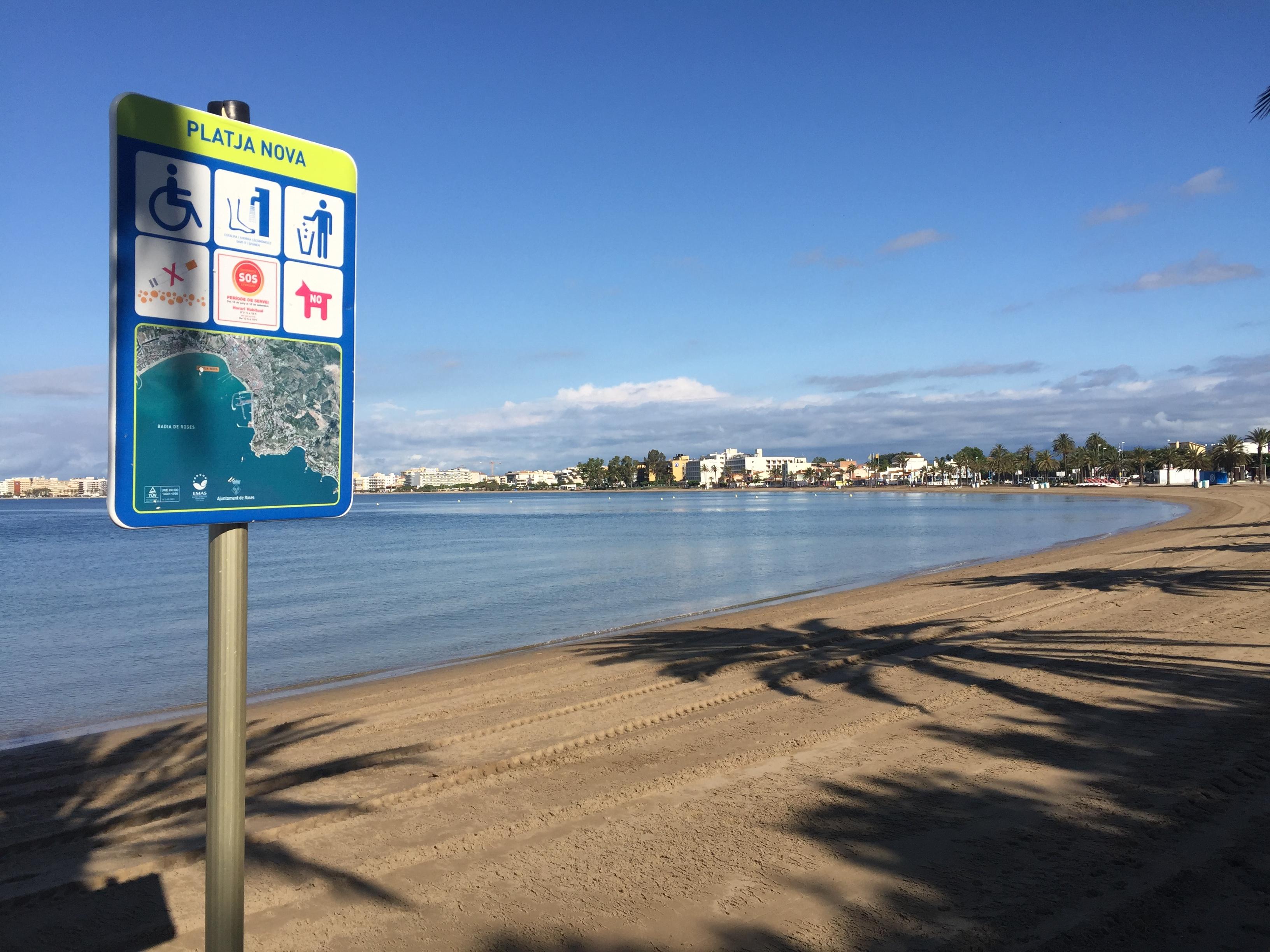 Les platges de La Punta i Nova es posen a punt per a la temporada de bany