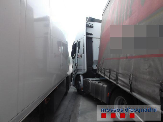Detingut un camioner a l'Alt Empordà per conduir amb una taxa d'alcohol deu vegades superior a la permesa