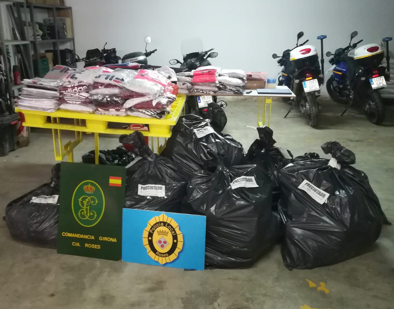 Intervinguts més de 800 articles falsificats que es venien al Mercat Cobert de Roses