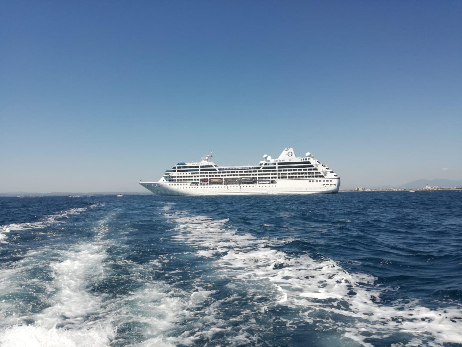 El Sirena d'Oceania Cruises fa escala al Port de Roses per primer cop