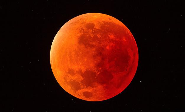 Demà podrem veure l'eclipsi de Lluna més llarg del segle