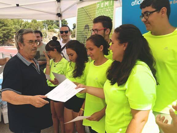 Una desena de voluntaris de la Brigada Jove realitzen obres d'arranjament a l'estadi Albert Gurt de Figueres
