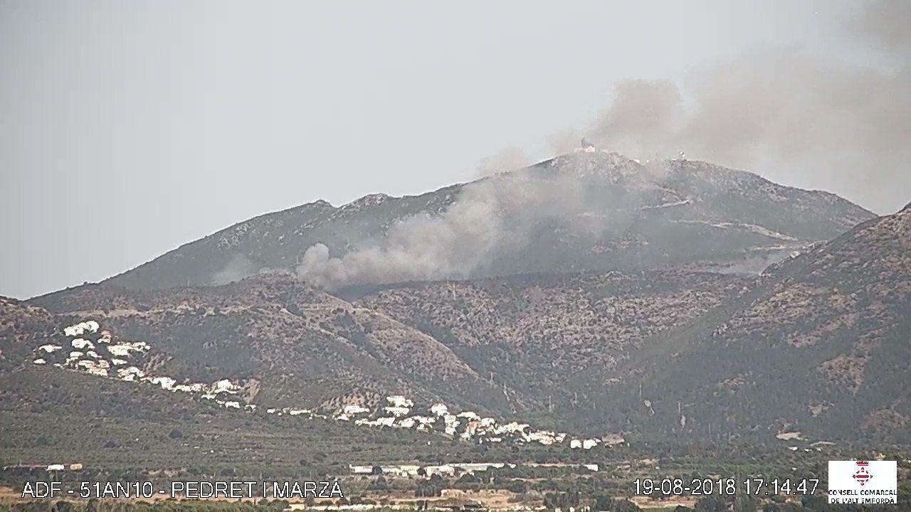 Un incendi forestal a Roses té confinades 2 urbanitzacions