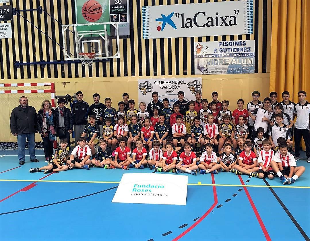 Tercera trobada del Club Handbol Empordà, en benefici de la Fundació Roses Contra el Càncer