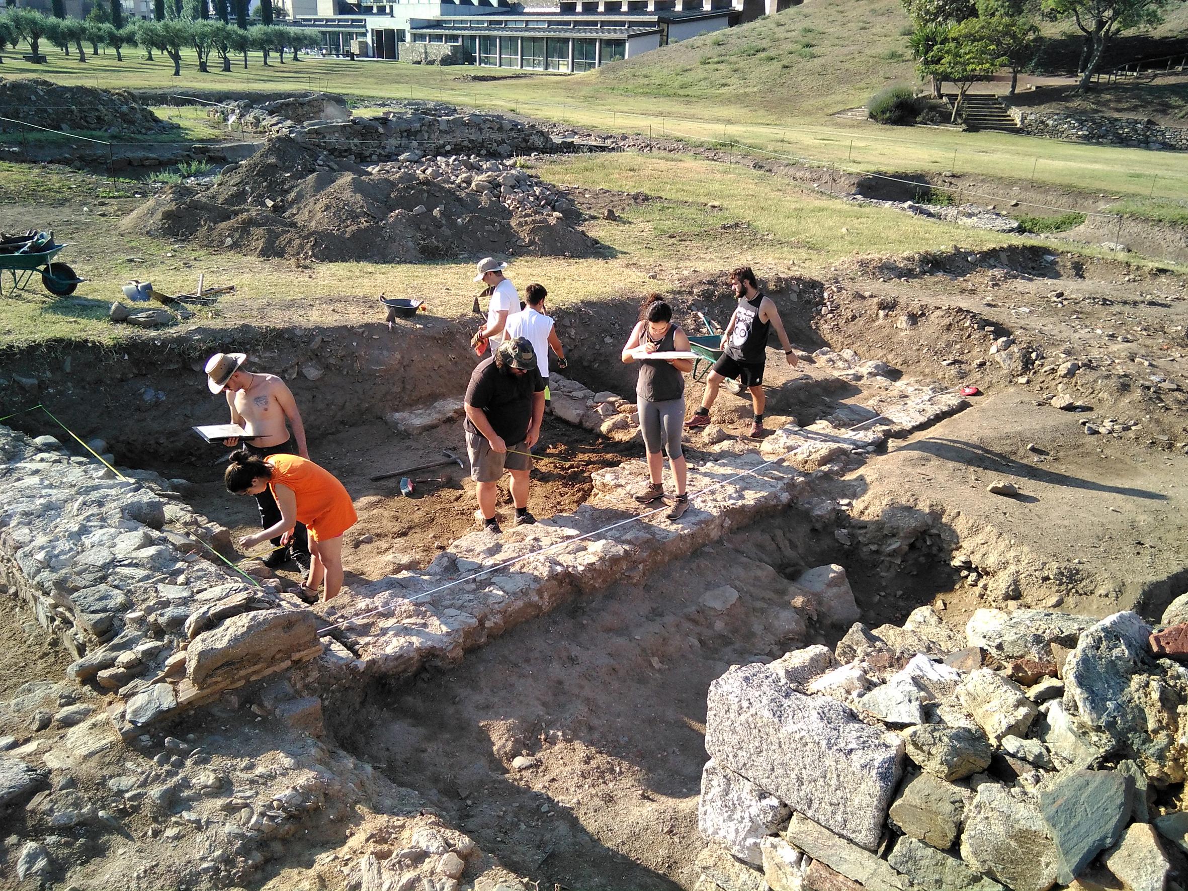 Conveni de col·laboració entre la Càtedra d'Arqueologia de Roses i l'Escola Superior de Conservació i Restauració