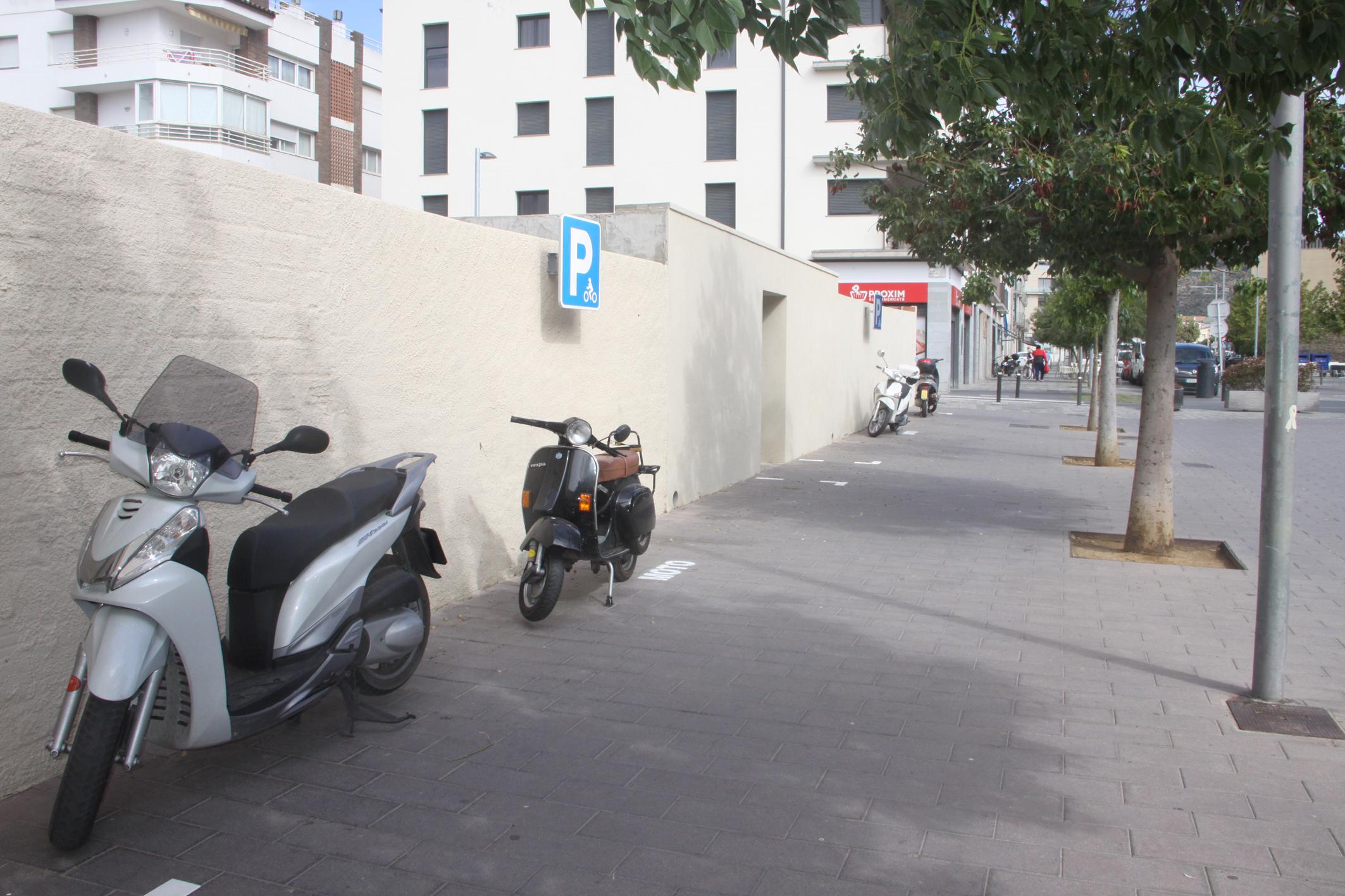 L'Ajuntament amplia el nombre d'estacionaments de motocicletes al casc antic