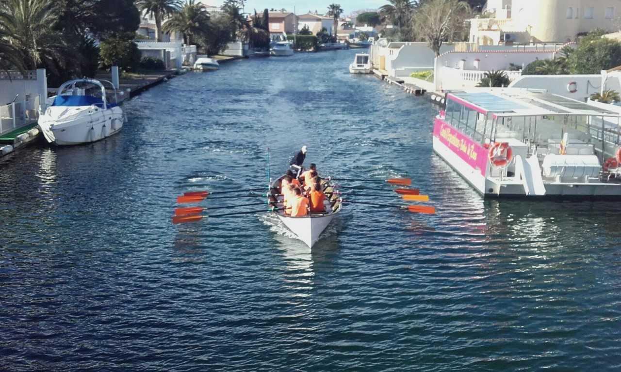 Tot a punt pel 3r descens pels canals d'Empuriabrava amb llaüt mediterrani