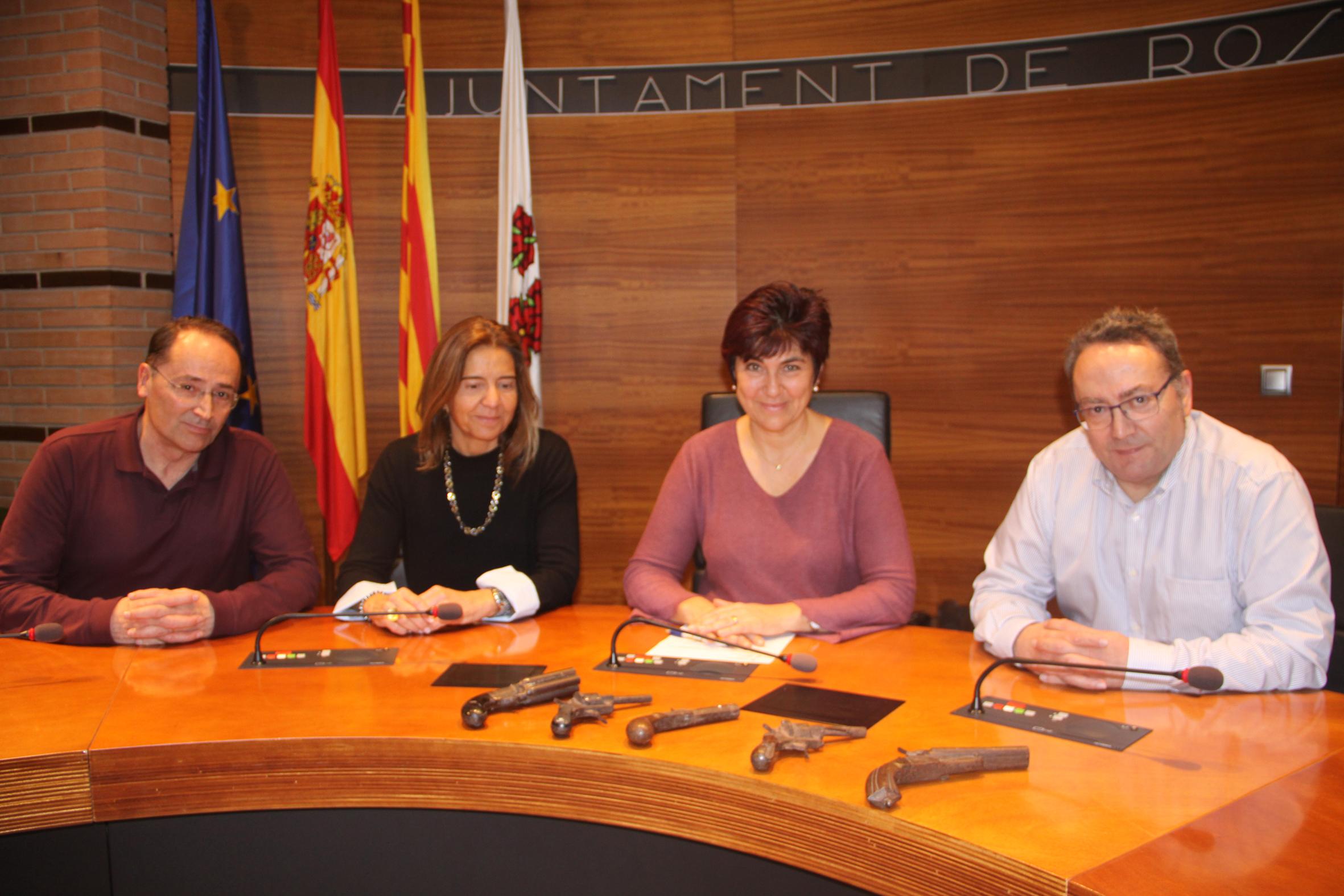 L'Ajuntament de Roses rep la donació de 5 pistoles del segle XIX