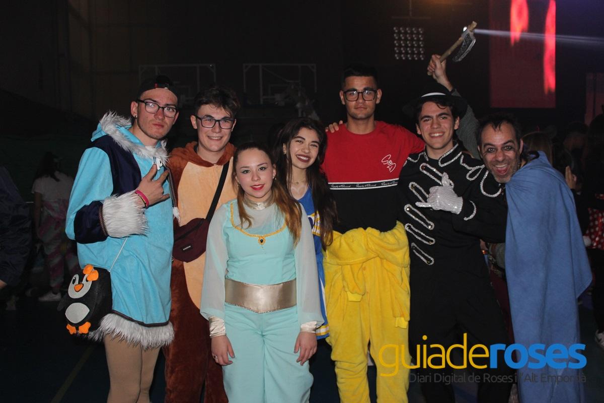 """Actuació en directe dels membres de la Campanya """"Per Carnaval no tot s'hi val"""" al Pavelló"""