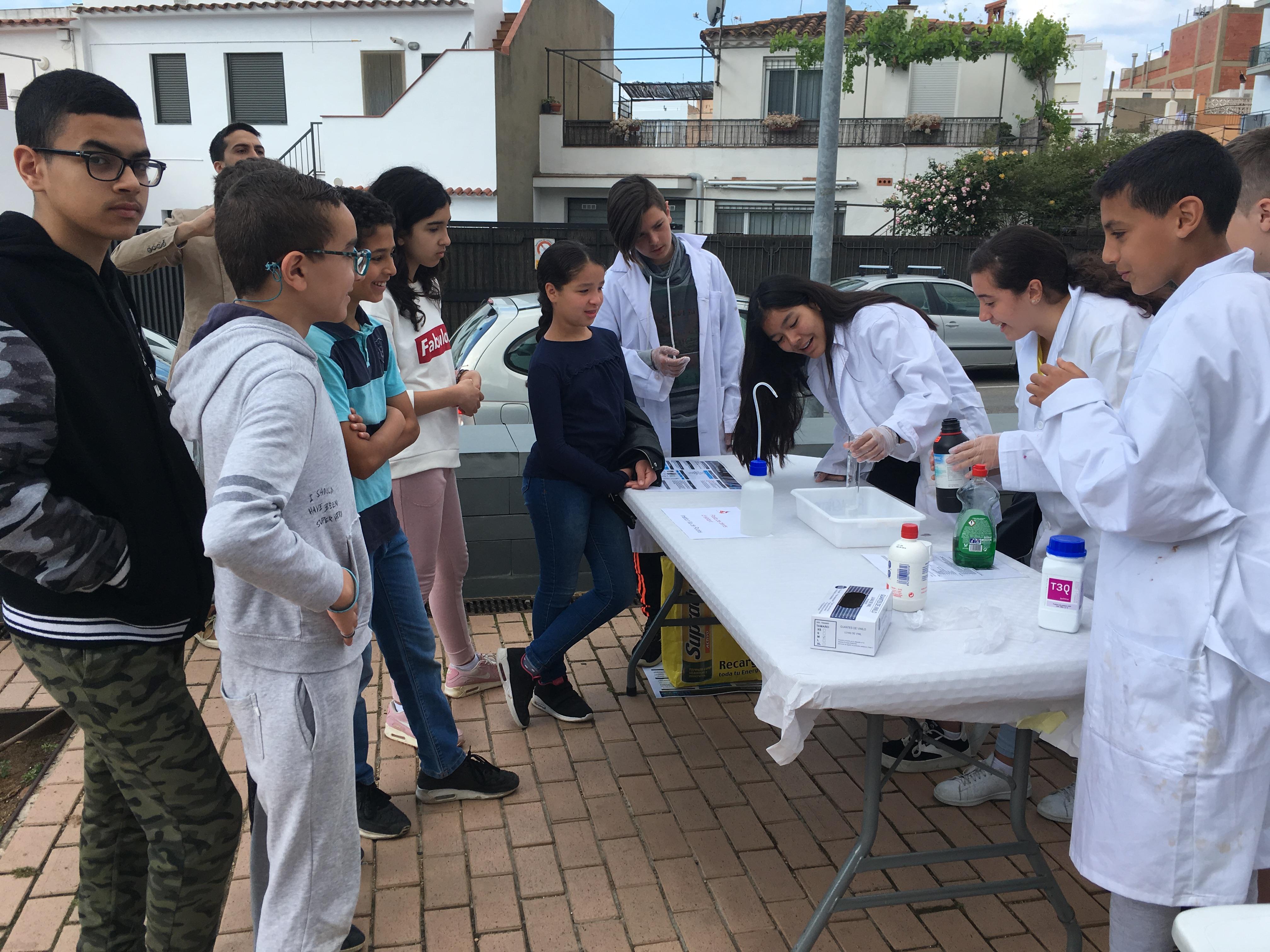 Els alumnes dels instituts de Roses ideen una jornada d'experimentació científica