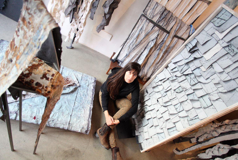 """Pilar Farrés exposa """"Pell"""", una reflexió sobre l'existència i el pas del temps, a Ca l'Anita"""