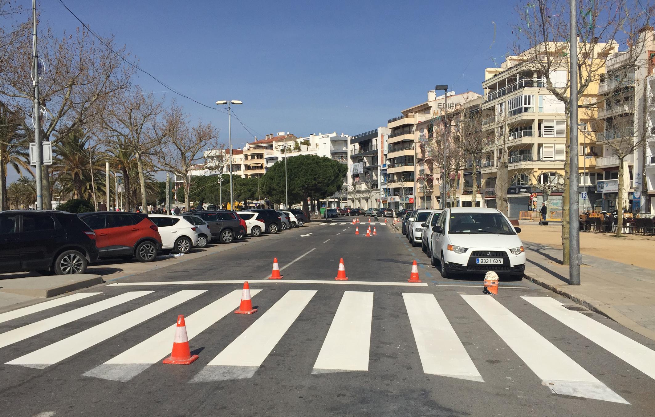 Diferents carrers de Roses quedaran afectats per les tasques de repintat de la senyalització viària