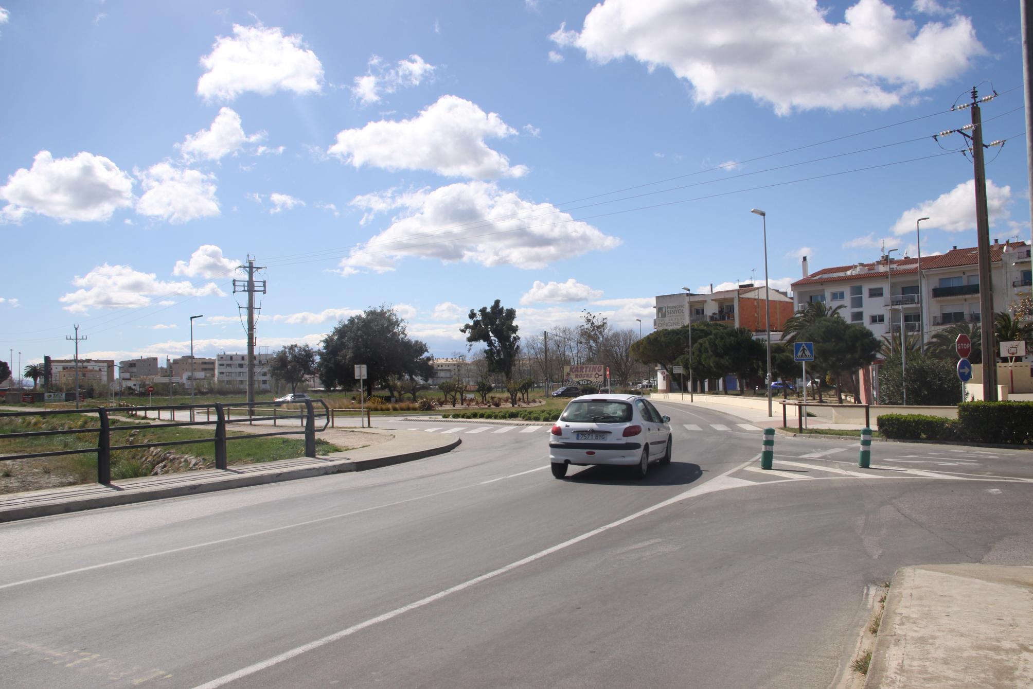 Talls de trànsit a la ronda Circumval·lació de Roses amb motiu de les obres de gasificació