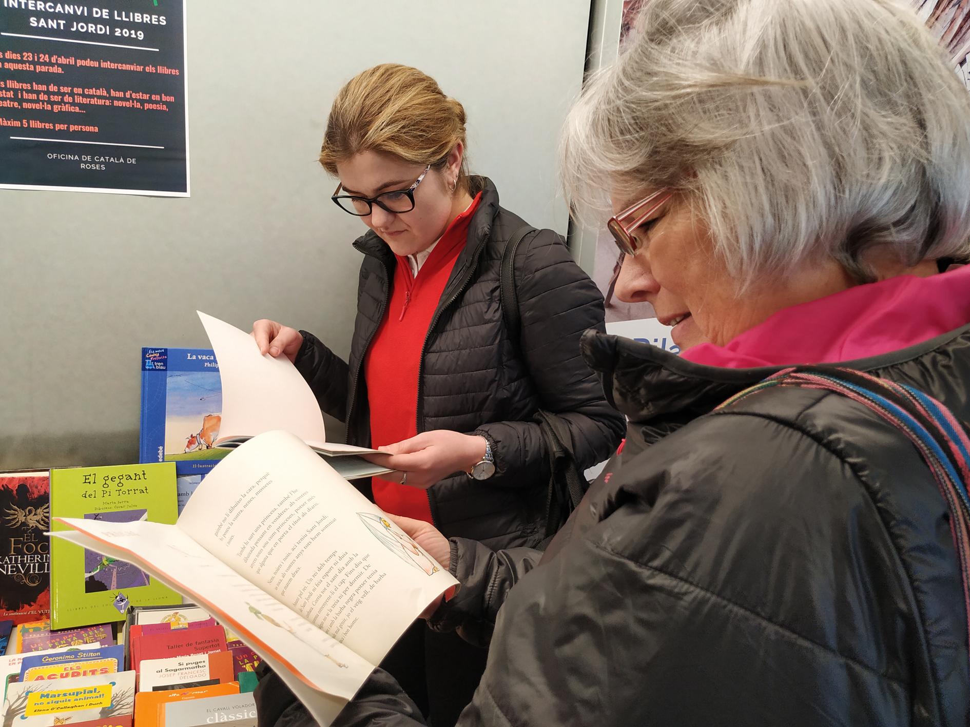 Intercanvi de llibres, lectures i llegendes, jocs de llengua i cultura catalana, eixos d'aquest Sant Jordi a l'Oficina de Català de Roses